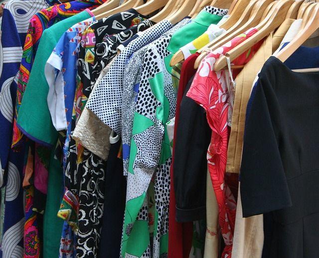 Mönstrade färgglada kläder
